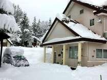 12月、50cm以上降った雪からやっと車を掘り出した所。