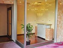 8階ロビーの喫煙ブース ※禁煙室あります