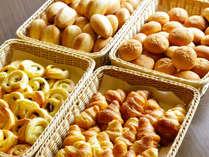 『朝食メニュー』パンの種類が豊富