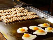 『朝食メニュー』目玉焼きとウインナー