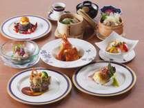 和食・中華・洋食のシェフの競演。旬の食材を利用したお料理をご堪能下さい。