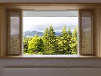 303号室 吾妻連峰の美しい山並みを堪能できるマウンテンビューのお部屋です。