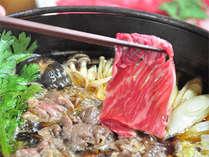 やわらか国産牛と新鮮野菜をたっぷり使ったすき焼きです!
