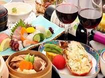 【カップルプラン】お刺身の盛り合わせ、イセエビのサラダなどが付く。ワインもどうぞ!!