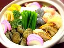 【小浜ちゃんぽん】魚介がたっぷり入ったちゃんぽん。お店によって味も具材も異なる/例