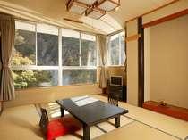 渓谷沿い10畳和室の一例
