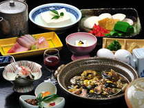 【山紫苑名物:スッポン鍋コース】山紫苑開業以来の伝統料理。豊富な栄養&コラーゲンが魅力です。