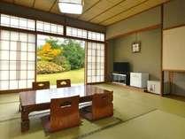 【本館客室】山紫苑自慢の庭園を一望できる人気のお部屋です(6畳~10畳和室/トイレなし)[客室一例]
