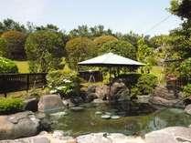 庭園露店風呂[堀の湯] 山紫苑名物の庭園露店風呂です。