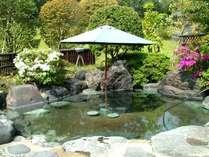 庭園露店風呂[堀の湯] 木々や草花の自然美をお楽しみ下さい。