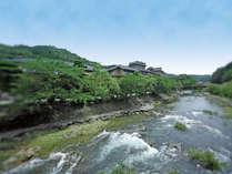 川の流れと深緑が涼を誘う、大谷山荘の夏。水と緑を近くに感じる寛ぎの休日を