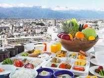 大好評の朝食バイキング!たくさんの種類と北アルプスの眺望をお楽しみ下さい
