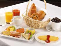 【ソルプレーサ】ホテル最上階のレストランで、松本平を眺めながら地元食材たっぷりのご朝食を。