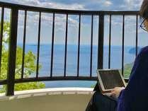 テラスで爽やかな潮風を浴びながら仕事も気分転換になります