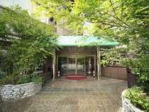 エントランスの庭園をプロデュースしたのは、世界的に著名な石原和幸氏