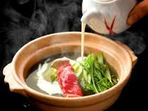 芳寿豚の茶しゃぶを味わった後、豆乳を注いで豆乳鍋に・・・