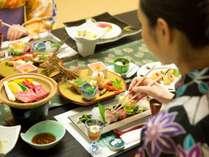 四条流庖丁式の料理人が作り出す極上会席に舌鼓。