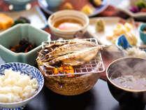 ほかほかご飯と味噌汁は朝食の王道!自ら焼く干物は脂がのっていて☆ジューシー!!