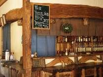 建物1階部分は木工品の販売+軽飲食が可能な小店舗。夜にはお食事やお酒も(テーブル席あり)