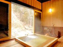 貸切風呂くつろぎの湯:目の前の温川の流れをひとりじめ!