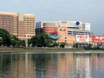 注目の観光スポット[キャナルシティ博多]へは、ホテルから徒歩約7分♪