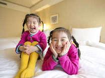 広々したお部屋にふかふかのベッド。子供たちの笑顔もはじけます!