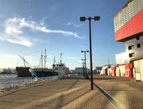 港側の海遊館(当ホテルの隣の隣が海遊館です)