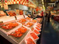 *『日本海さかな街』 豪華な海鮮丼や鯖寿司等が大人気!