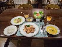 *夕食一例/普段家庭では作らないようなメニューを・・と女将がこだわったメニューです。