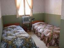 2~3名様のお部屋  全室トイレ・洗面台・テレビ付き
