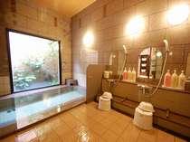 男女別の大浴場になります。一日の疲れを癒してくださいませ。