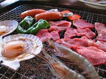 *ご夕食一例【バーベキュー】牛肉や魚介類、新鮮な野菜などを炭火で焼いてお召し上がり下さい♪
