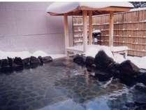 冬の露天風呂。雪見をしながらのんびりゆったり入る温泉はまた格別。