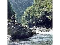 【7/1~アユ釣り解禁】鮎釣り自慢の季節到来!温泉と渓流釣りをダブルで満喫【ドリンクフリーサービス付】