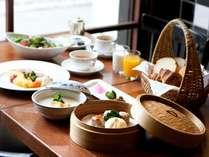 【朝食(イメージ)】朝粥や中華点心他、和洋織り交ぜたバイキング