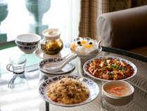 【ルームサービス】重慶飯店新館のお料理をルームサービスでご利用いただけます(別料金)。