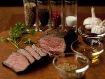 【ステーキイメージ】お二人でポンド(450g)のお肉をお好みの厚さにカットしてお召し上がり下さい