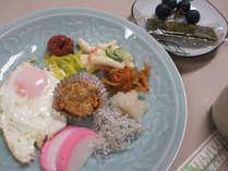 (朝食例)日替わりメニューを食堂にて和食をご用意致します。