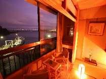 客室からは綺麗な景色、夕刻には夕日に染まった琵琶湖が見られる