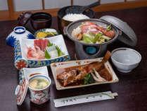 *ご夕食一例。海の幸はもちろん、野菜も自家栽培なので新鮮です♪