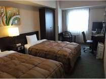 スタンダードツインルーム。全室に加湿空気清浄機、LAN回線、Wi-Fi完備!