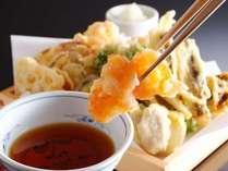【食べ放題】お好みの旬食材を天ぷらに致します。揚げたてのサクサクとした食感をお愉しみください(夕食)