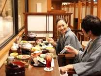 おいしいね♪思わず笑顔になる夕食は和食会席。天ぷら・おばんざいの食べ放題&飲み放題付。