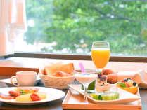 朝の光を浴びながら、1日のスタートを優雅に♪こだわりの朝食とともに目覚めのひとときをお過ごしください