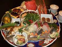 めおと皿鉢 / 少人数でも皿鉢料理をお楽しみ頂けるよう2人前用の「めおと皿鉢」をご用意しております。