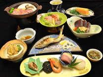 *ご夕食例 / 四万十川の手長エビや青さのり、鮎の塩焼きや鰹のタタキ等、高知県ならではの代表的な会席料理