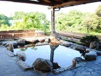 *四万十川を遠望する「石」の湯殿 / 自然を肌で感じながら、しっとりぬめりのある新安並温泉を満喫下さい。