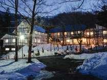 *[外観]雪景色に包まれる冬の当館。スキー、スノボの後は暖かい館内でお過ごし下さい♪