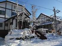 *[外観]スキー場行き無料シャトルバス乗り場も徒歩1分と便利な立地♪