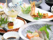 旬と手作りにこだわる当館自慢の会席料理をご堪能下さい。